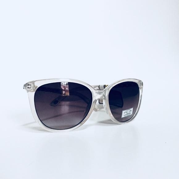 1a696637e8 Oscar De La Renta Cat Eye Sunglasses